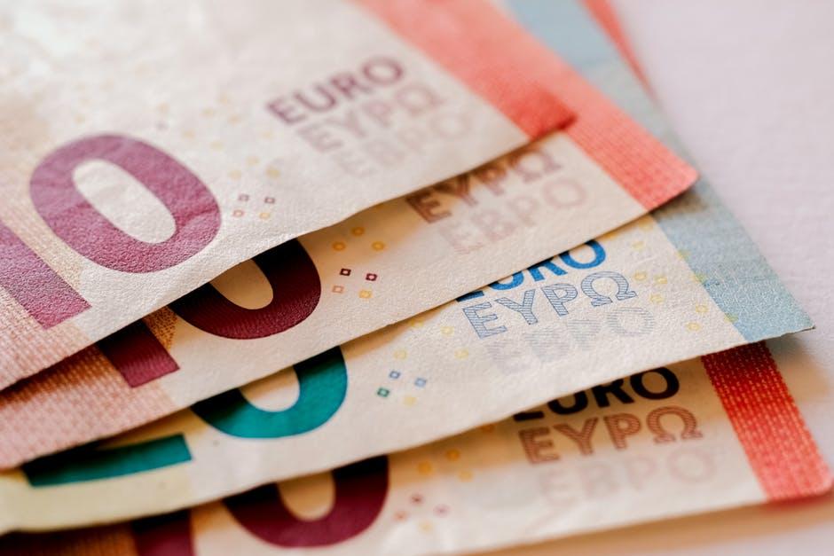 Euros-min.jpeg